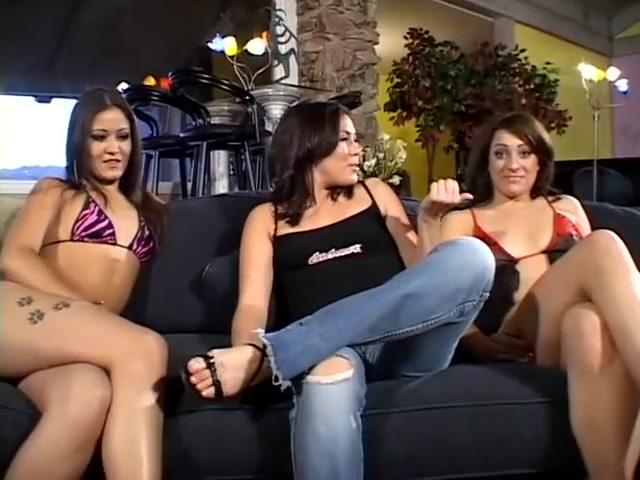 De Heetste Pornosterren Lexi Hawk En Jadelyn Santana In Geweldige Trio's, Facial Sex Clip