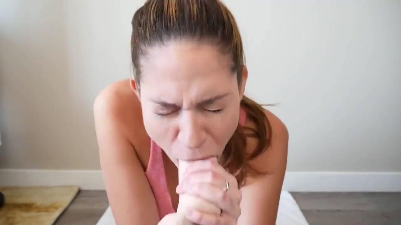 Webcam Girl Deepthroat Hänen Itsensä Kanssa Dildo