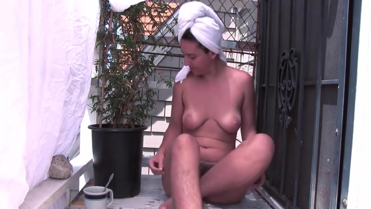 Sexy Hairy Babe Masturbates Dildo - Instagram Shosselame