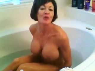 Incredible Milf Takes A Bath