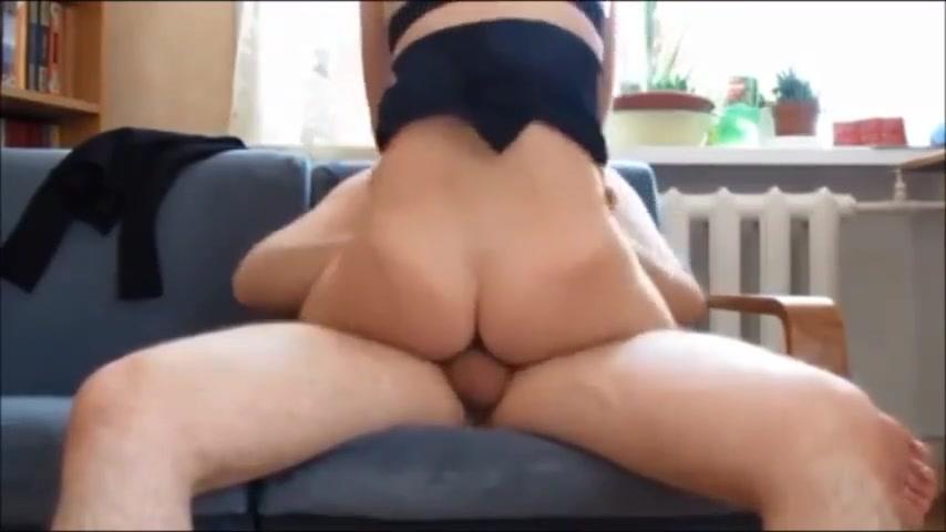 У русской девки дома случился оргазм