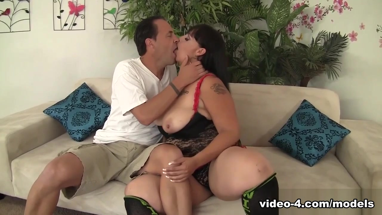 Savannah Star In Horny Milf Savannah Star Gets Her Pussy Hard Cocked - Jeffsmodels