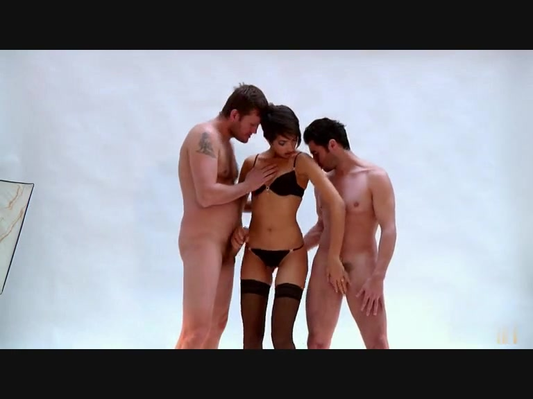 Arab sex movie shows a slut getting double penetrated