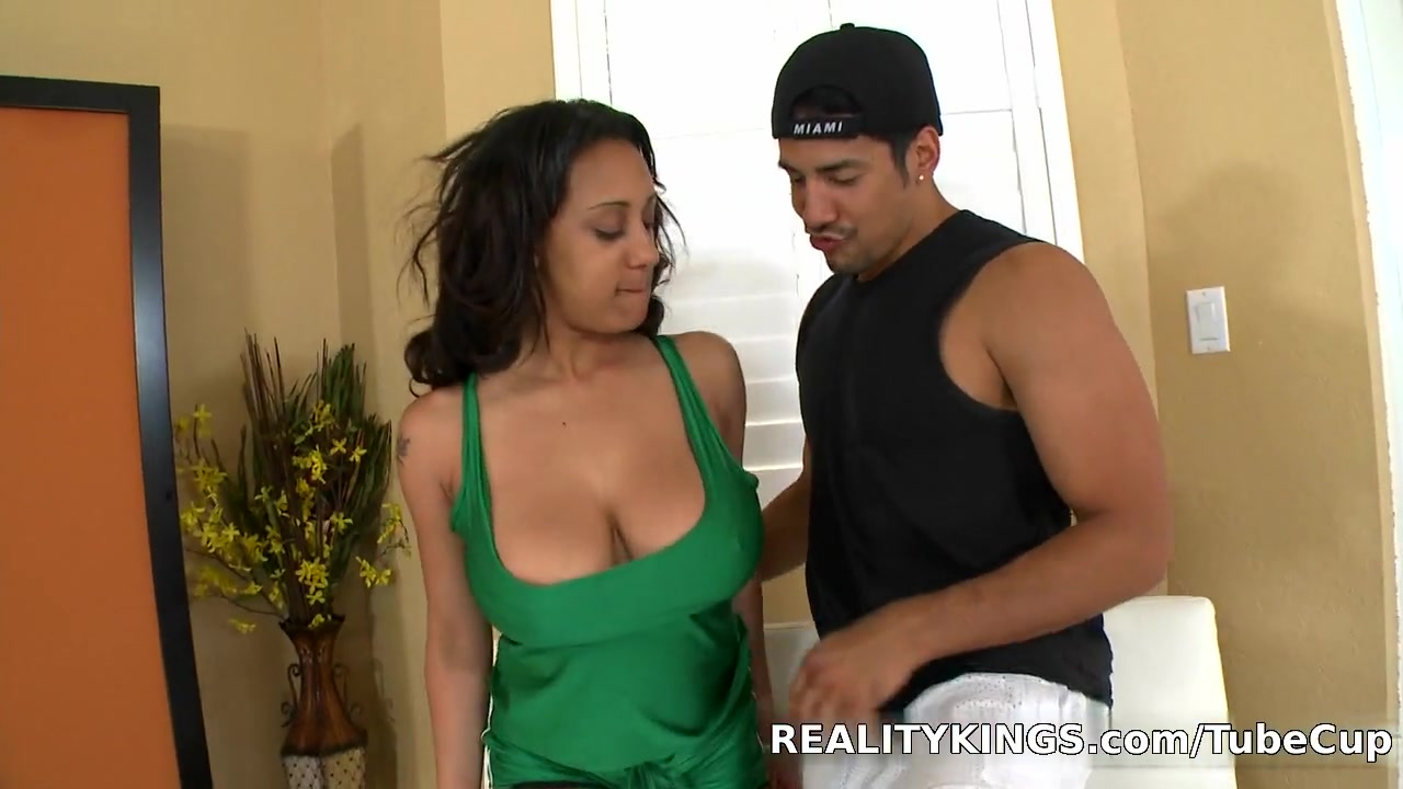 Bignaturals - Titty dribble