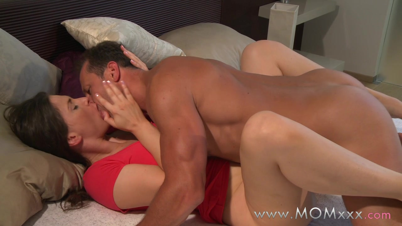 Amateur couple morning fucks for orgasm 5