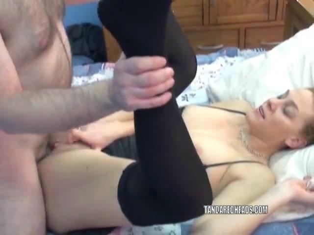 Порно видео задрал падол платья