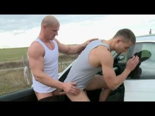 Bareback sur le bord de la route