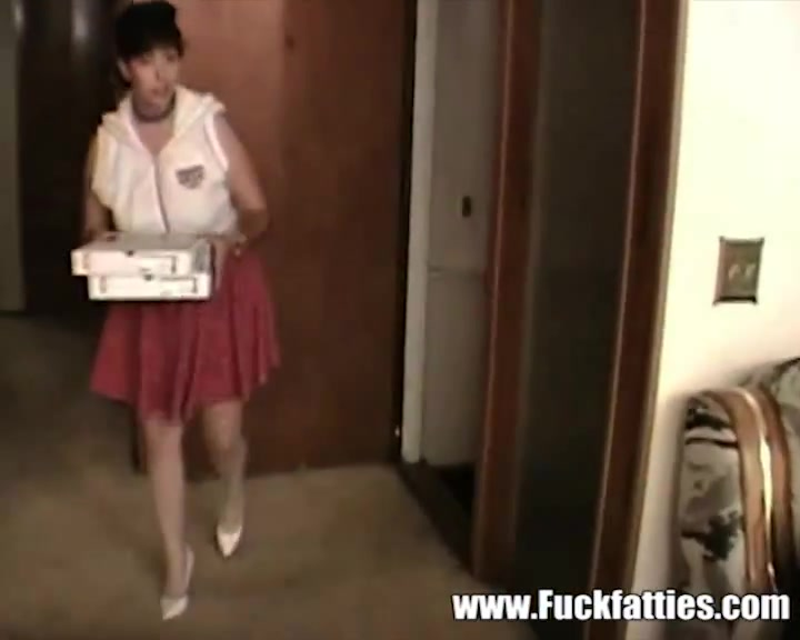 Fat Horny Pizza Delivering Girl