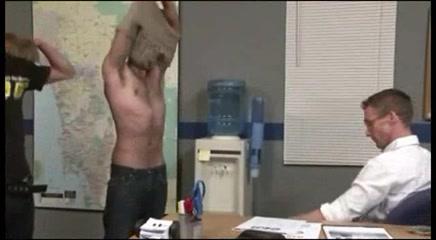 Bareback - Threesome en la Oficina two