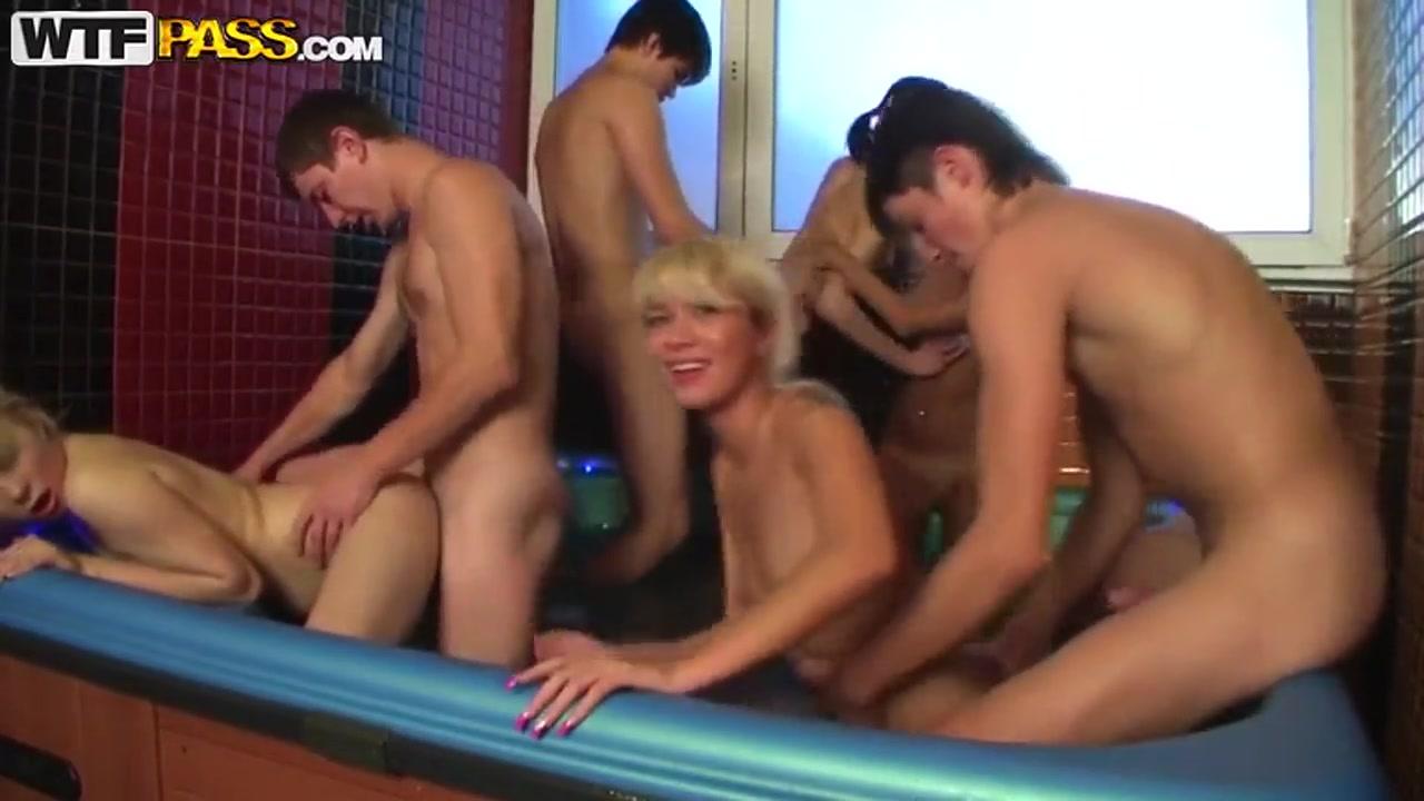orgiya-russkih-studentov-v-saune-anal