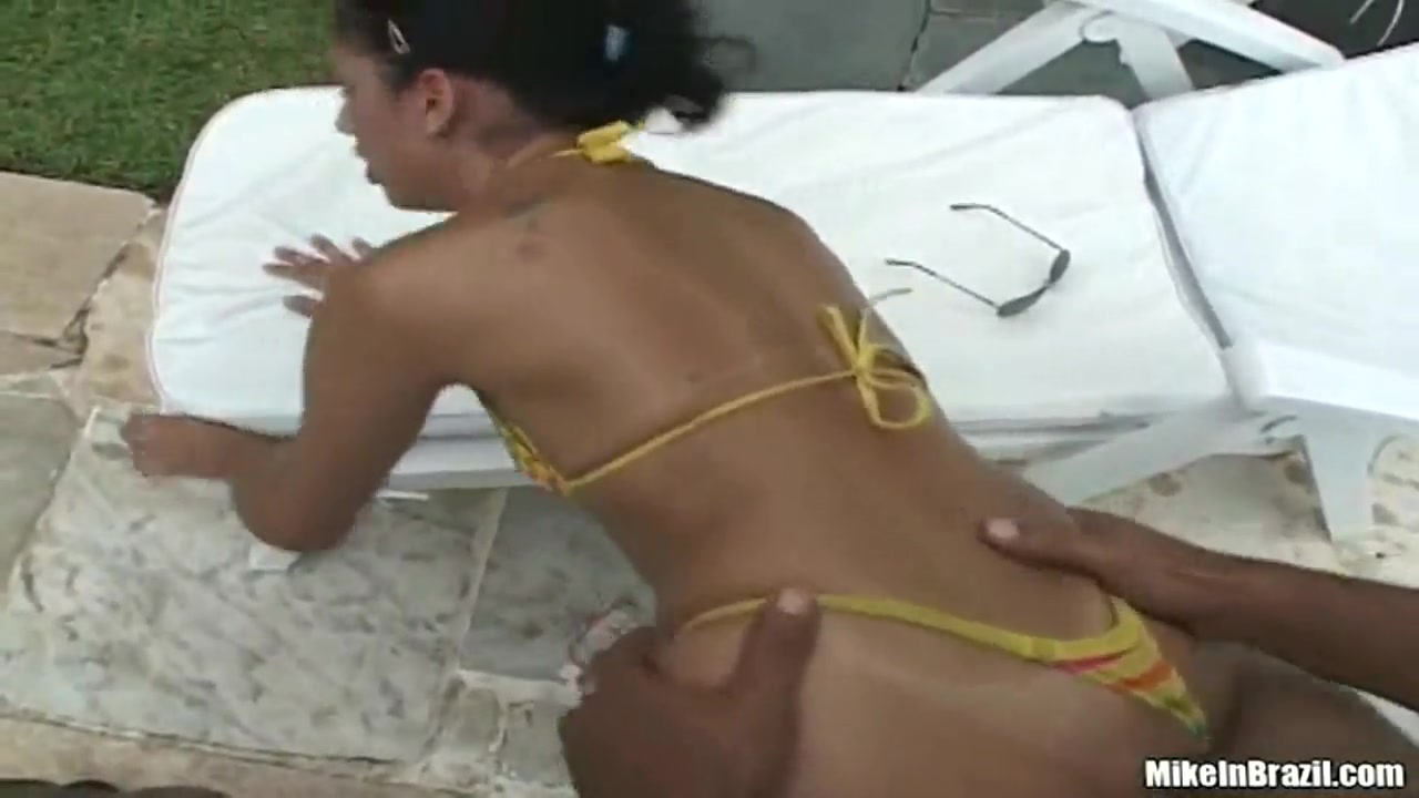 little slut latinas rafaella fucking with tony tigrao on the pool