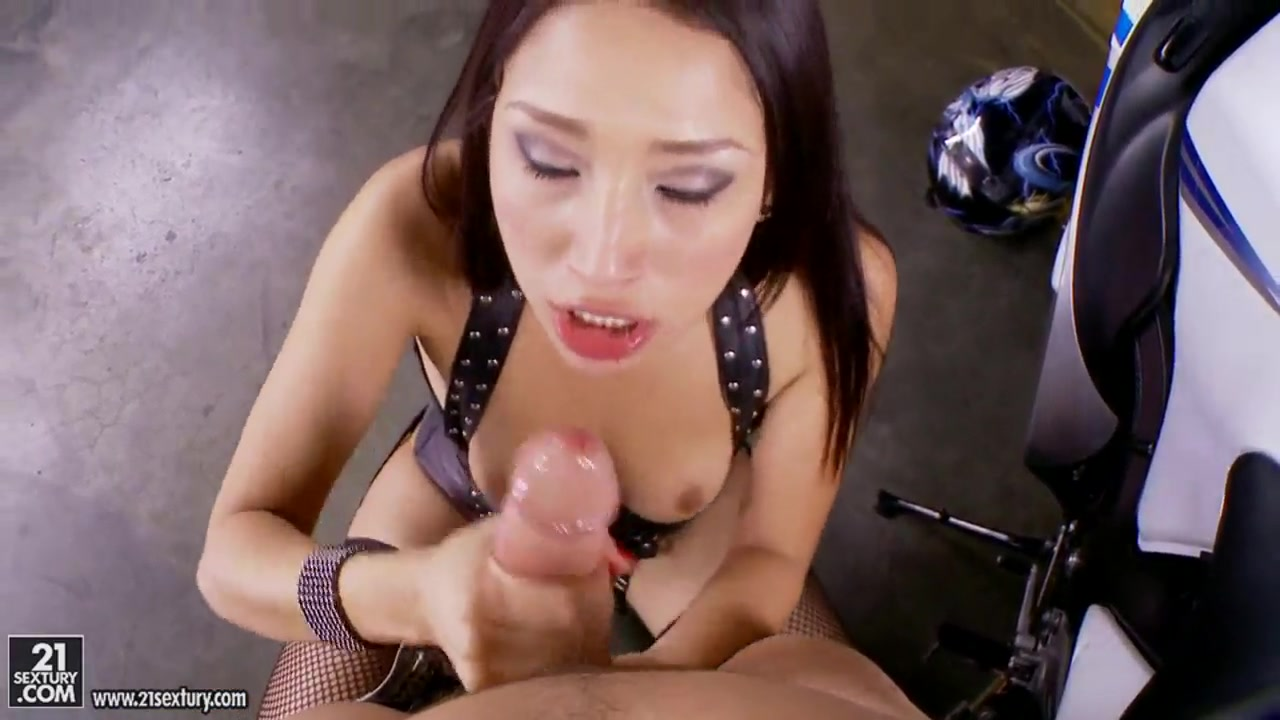 vicki chase gets fucked after sucking