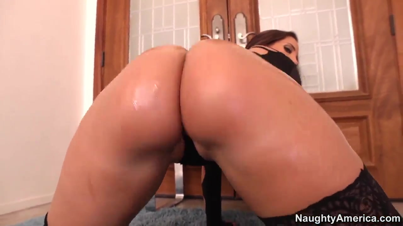 sexy kelly divine plays big ass and gets anal fucked