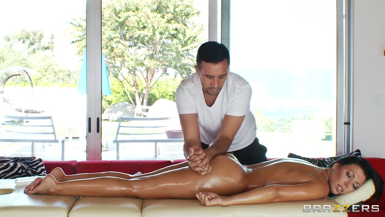 rachel starr gets massaged using keiran lee