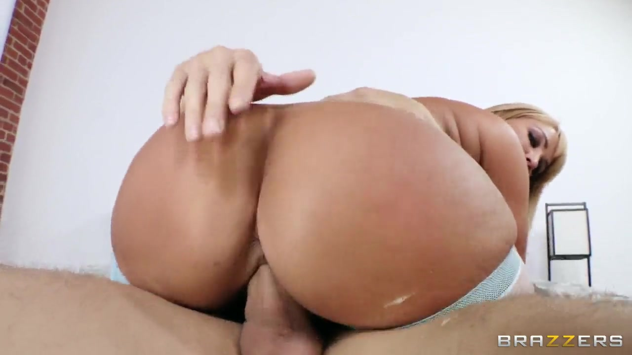 blonde milf with a huge ass and big tits mellanie monroe with crisscrossing