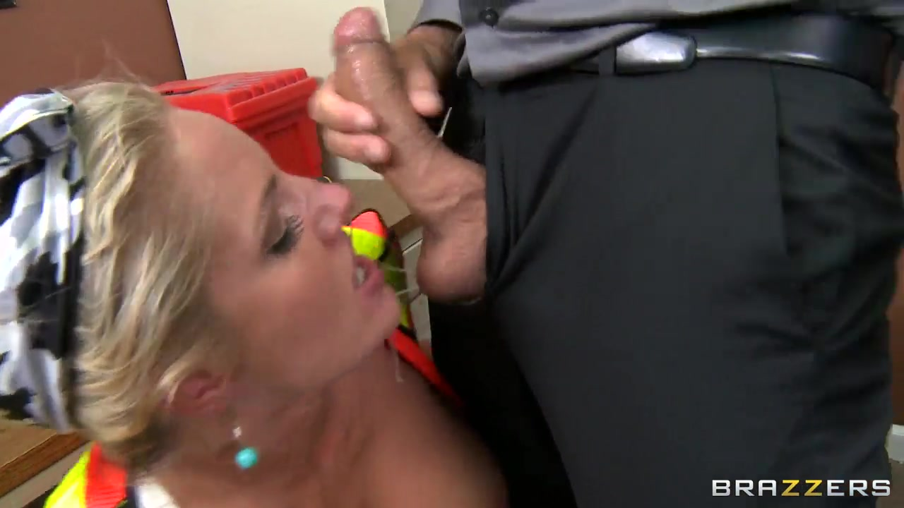 huge pornstar with delicious tits gets drilled in the ass