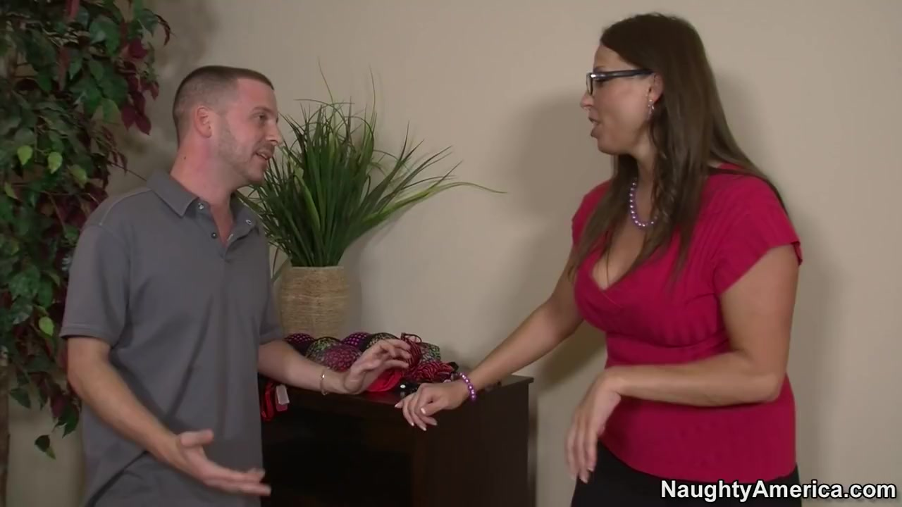 MILF with big tits Stacie Starr gets titfucked and takes pecker in mouth № 114445 загрузить