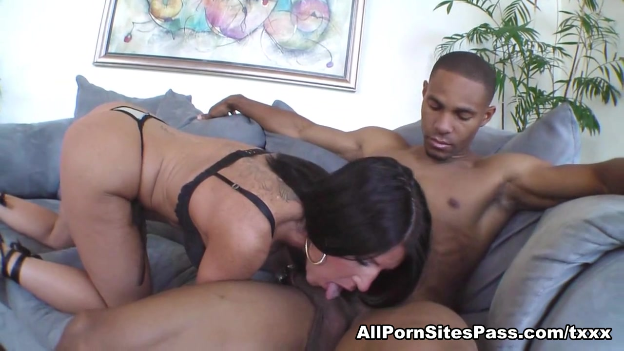Holly Wellin In Interracial Hardcore-Video - Allpornsitespass