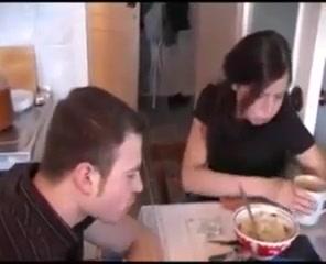 Njegova Sestra Je Bila Raspoložena Za Jebanje!
